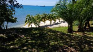 Beach-front Lot VA, Guanaja,