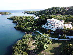 First Bight, Casa de Las Floras, Roatan,