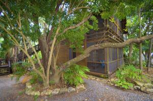 Sandy Bay, Sundancer 12B, Roatan,