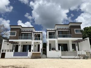 Coco Road Beachfront, East Villa, Roatan,