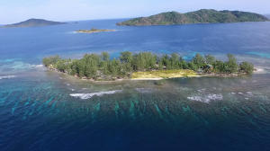 in Cayos Cochinos, Upper Long Cay: Lot 11, Roatan,