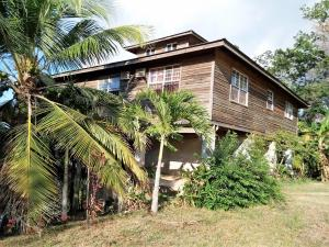 Mud Hole Rd, 4br/2ba House w/ water Views, Roatan,