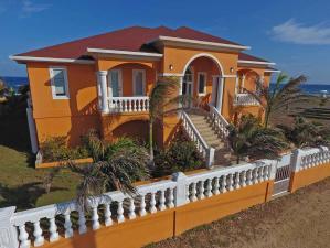 Pool, Beachfront, Double Lot, Solar & Income Home, Utila,