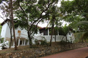 Lot 32 Parrot Tree residential road, Parrot Tree Lot 32 with home, Roatan,