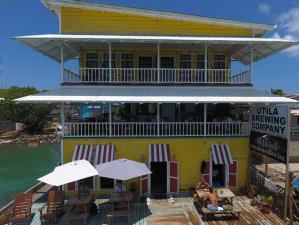 2 cafes, one brewery & 2 apts, 5 Income Streams Oceanfront, Utila,