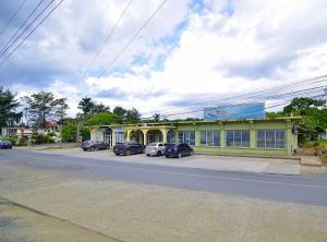 French Harbour, Main Road 4 unit Building, Roatan,