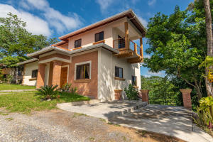 Style Home, 3 Bed 3 Bath Contemporary, Roatan,