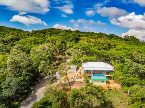 with pool, Dixon Cove, 2 Beb 2 Bath Ocean View Home, Roatan,