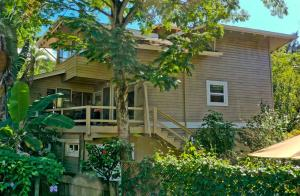 SEPARATE 2 BEDROOM APARTMENT, SPACIOUS 3 BDRM HOME PLUS, Roatan,
