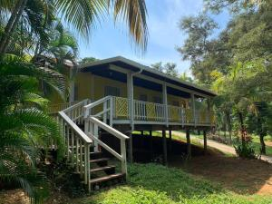 Sandy Bay, Dreamy Caribbean Bungalow, Roatan,