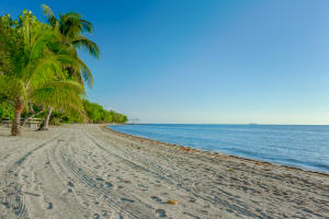 West Bay, Beachfront Lot in, Roatan,