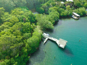 Calabash Bight, Ocean front 2.20 acre lot in, Roatan,