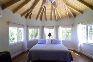 Perfect Living in Sandy Bay, Roatan,