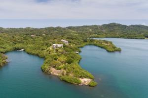 2.87 Acre Peninsula, Lizard