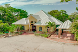 Separate Apartment Lawson Rock, Spacious Main Home Plus, Roatan,