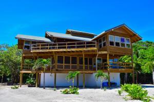 Beachfront Beach House, Brick Bay, Roatan,