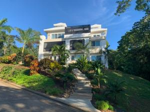 House with top floor pool!!, Custom Home in Lawson Rock!, Roatan,