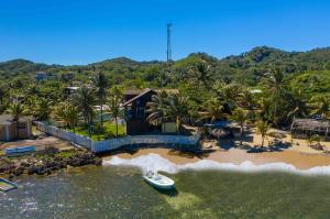 Breathtaking Ocean Views, Breezy Waterfront Home, Roatan,