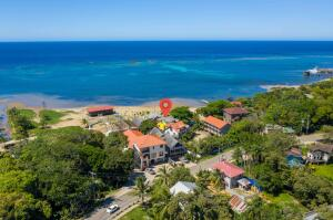 Sandy Bay, Yellow Beach House, Roatan,