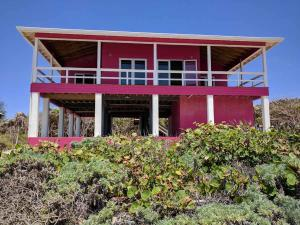 Platinum Playa Lot A2, Only Beachfront Home w/ road, Utila,