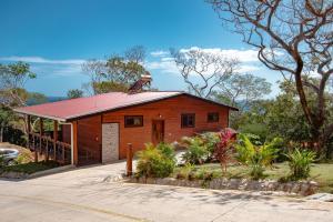 in Jones Ville Point, Lot#N13, Caribbean Cottage, Roatan,