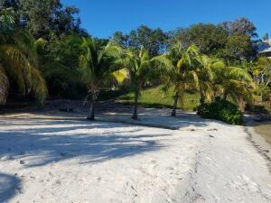 Guanaja Beach Resort, Lot V-A Guanaja Reef Club, Guanaja,