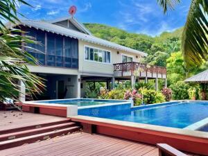Right on the Beach!, Luxury Villa 4 Bed/3.5 Bat, Roatan,