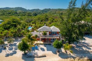 2 Bed 2 Bath Beachfront Home, Roatan,