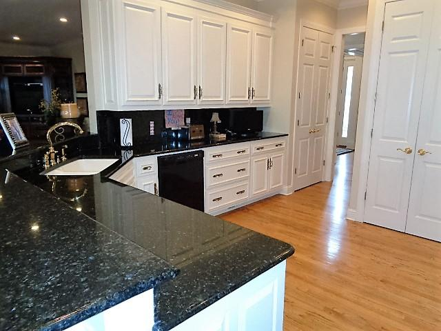 Large photo 5 of home for sale at 16 Briarwood Lane, Clarksville, AR