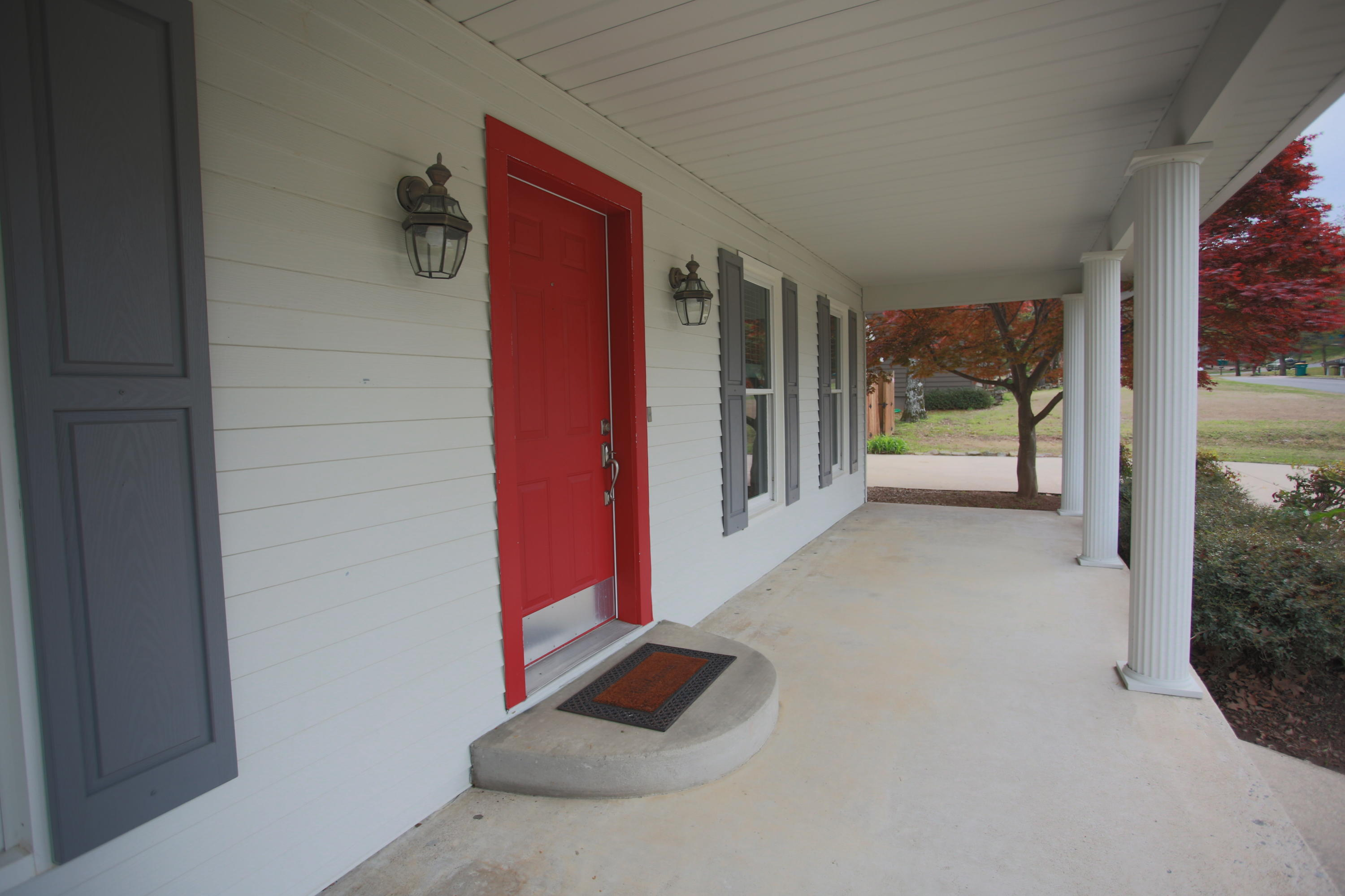Large photo 4 of home for sale at 202 Canterbury Circle, Russellville, AR