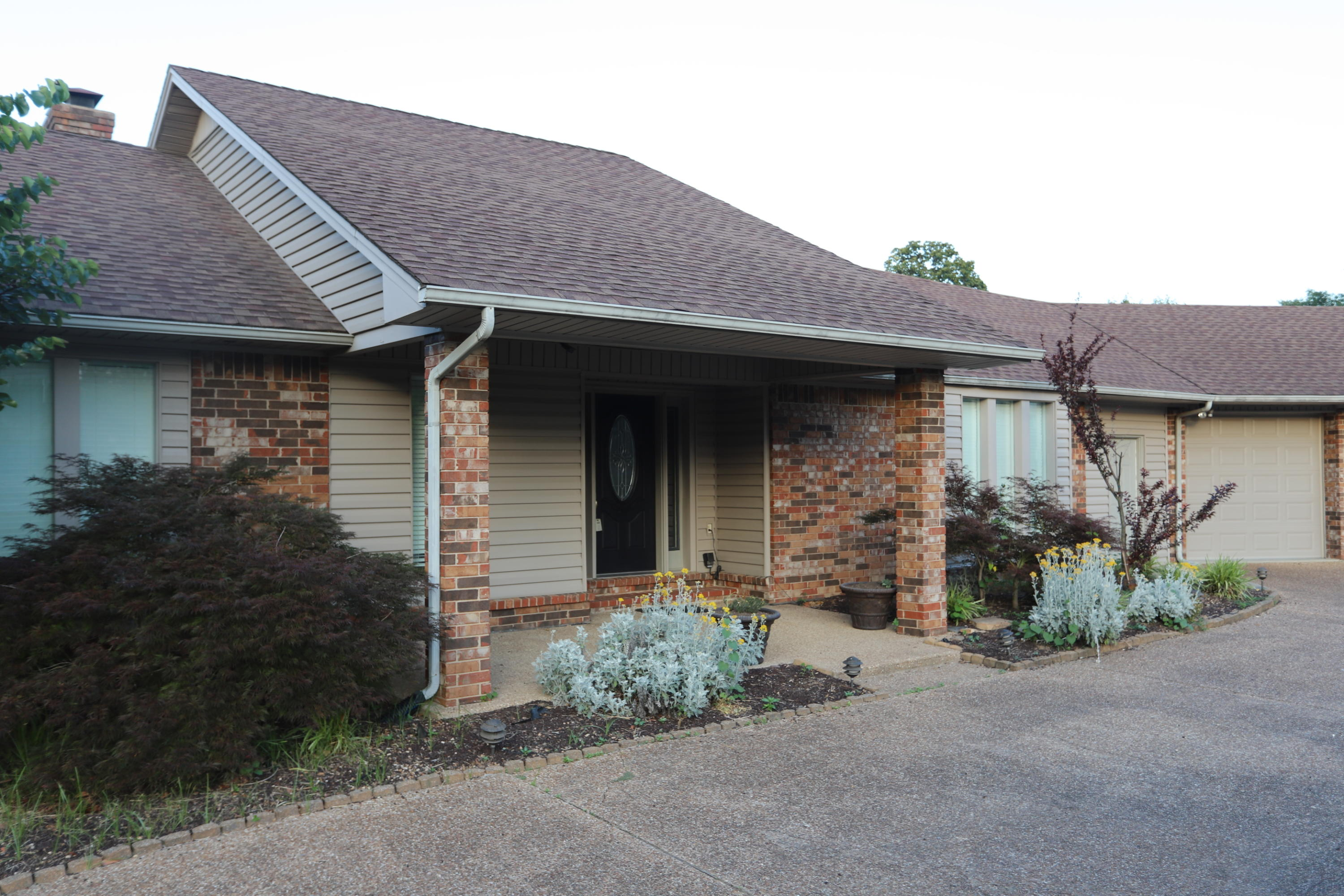 Large photo 3 of home for sale at 404 Hilltop Drive, Russellville, AR