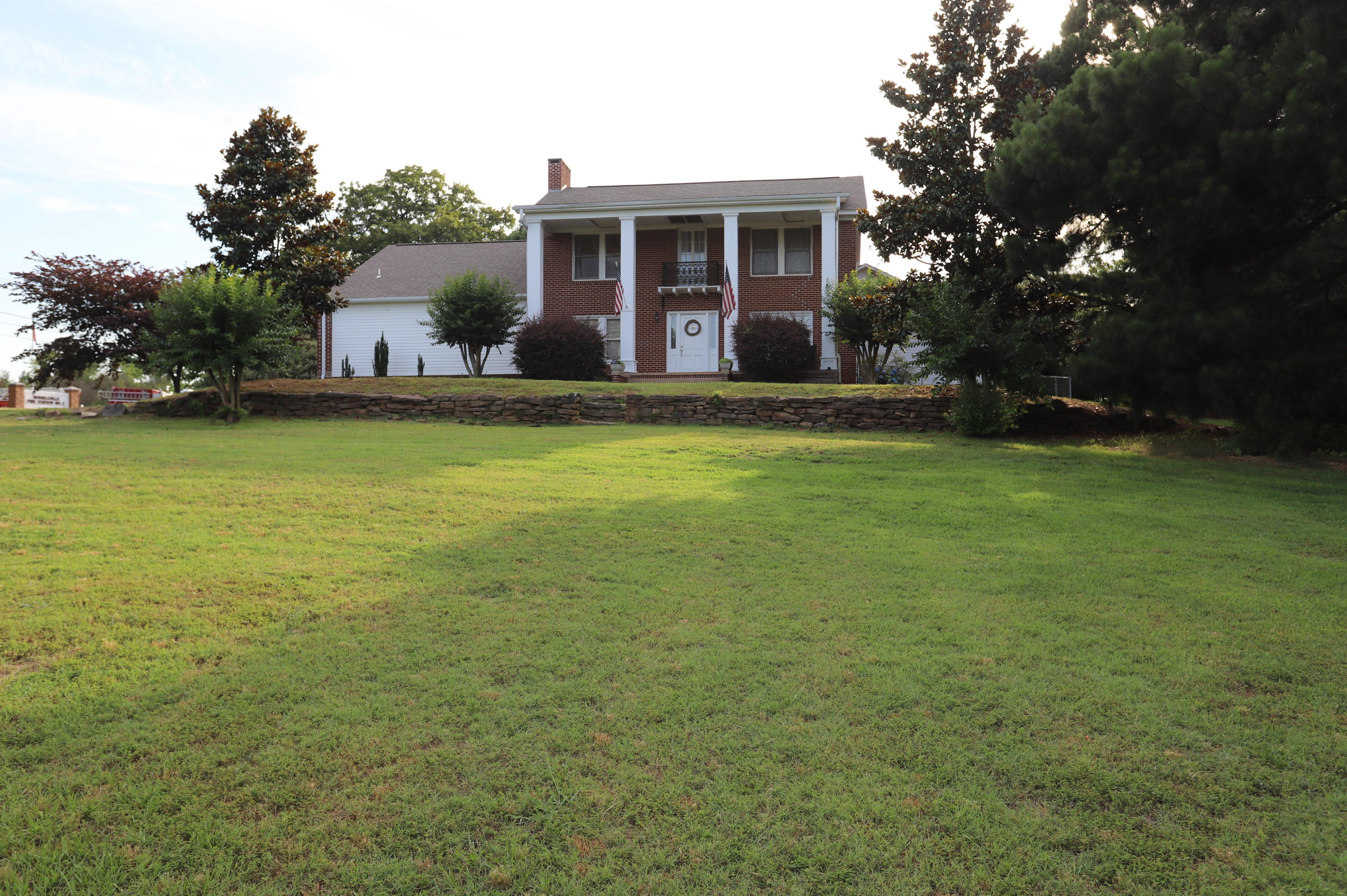 Large photo 2 of home for sale at 336 SKYLINE Drive, Russellville, AR