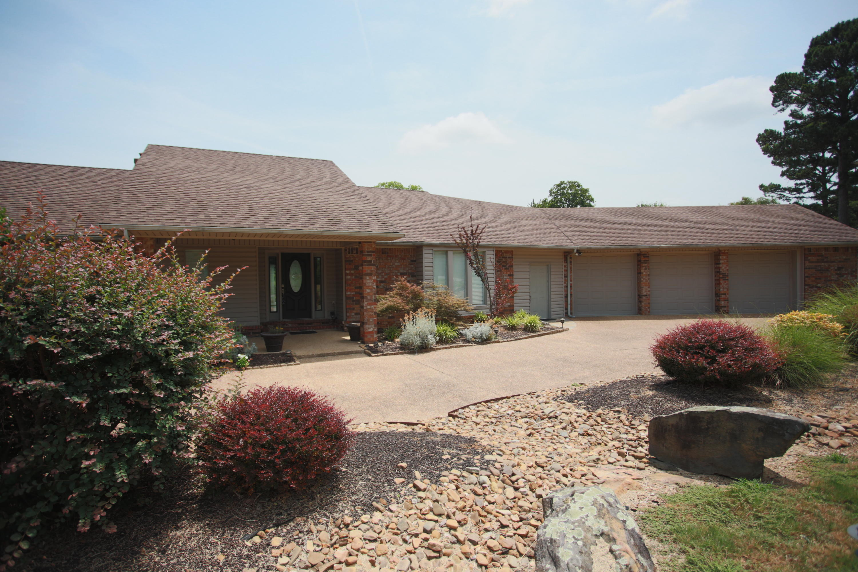 Large photo 28 of home for sale at 404 Hilltop Drive, Russellville, AR