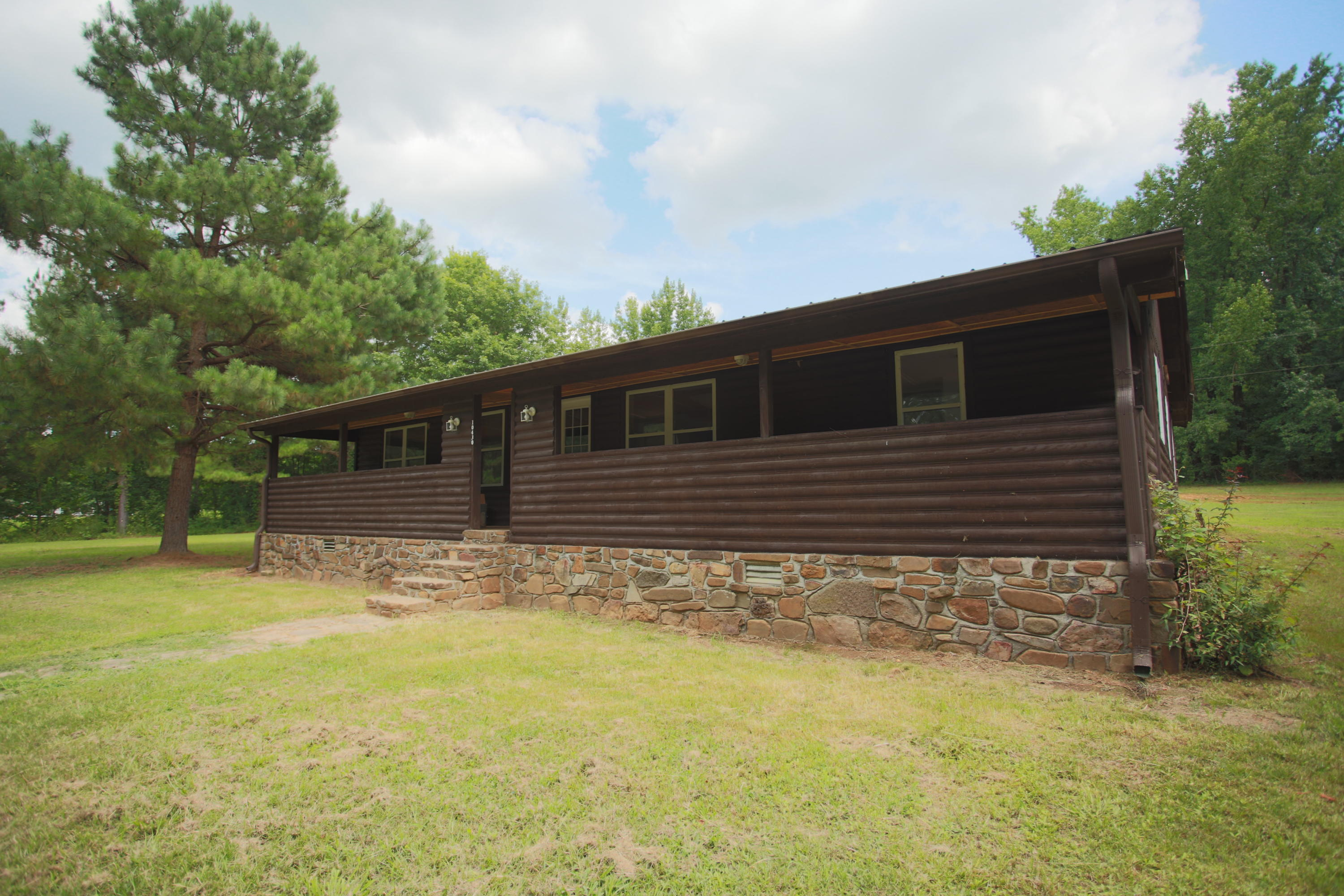 Large photo 2 of home for sale at 10430 SINGING PINES RD , Danville, AR