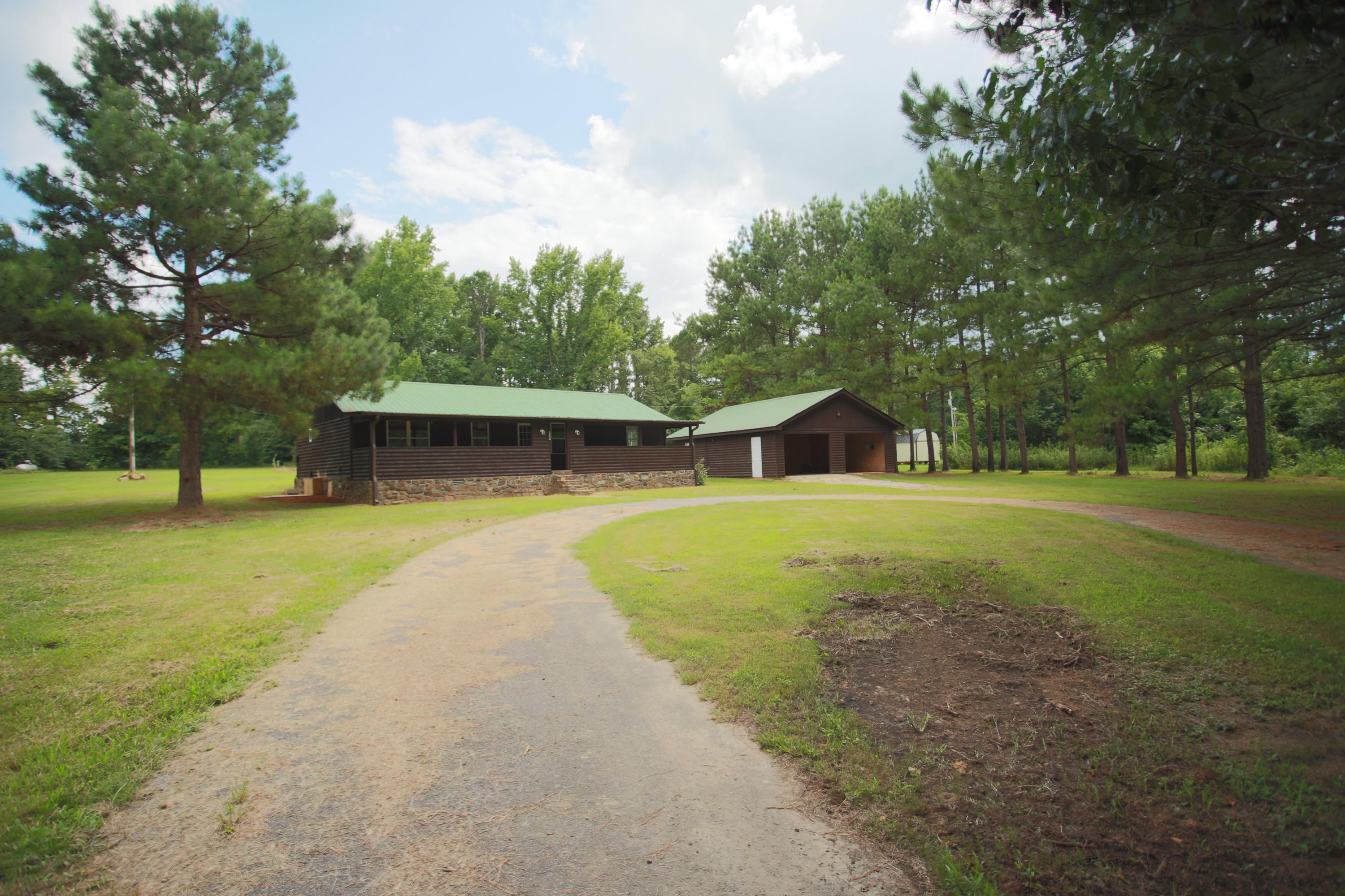 Large photo 3 of home for sale at 10430 SINGING PINES RD , Danville, AR