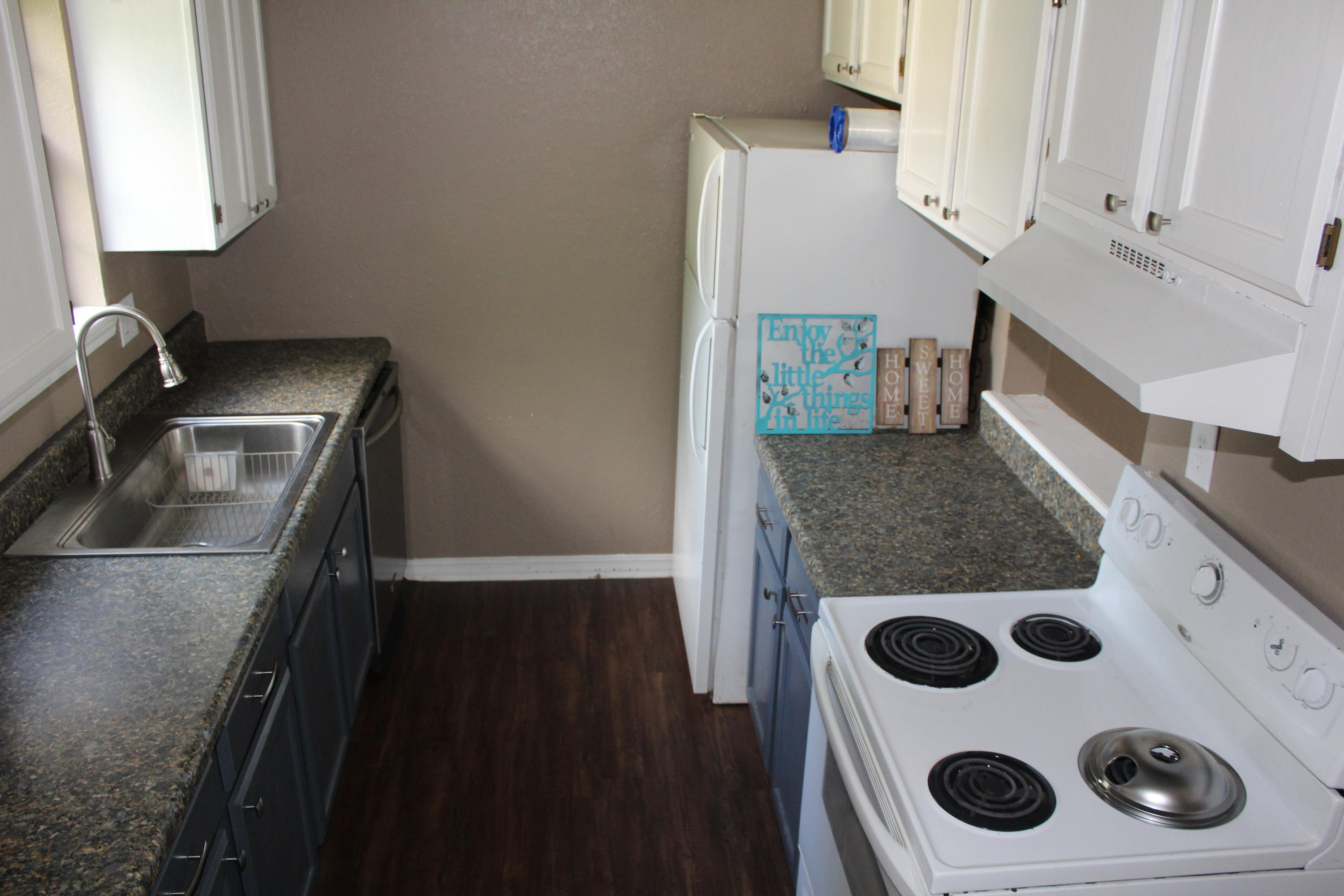 Large photo 3 of home for sale at 1402 University Drive, Russellville, AR