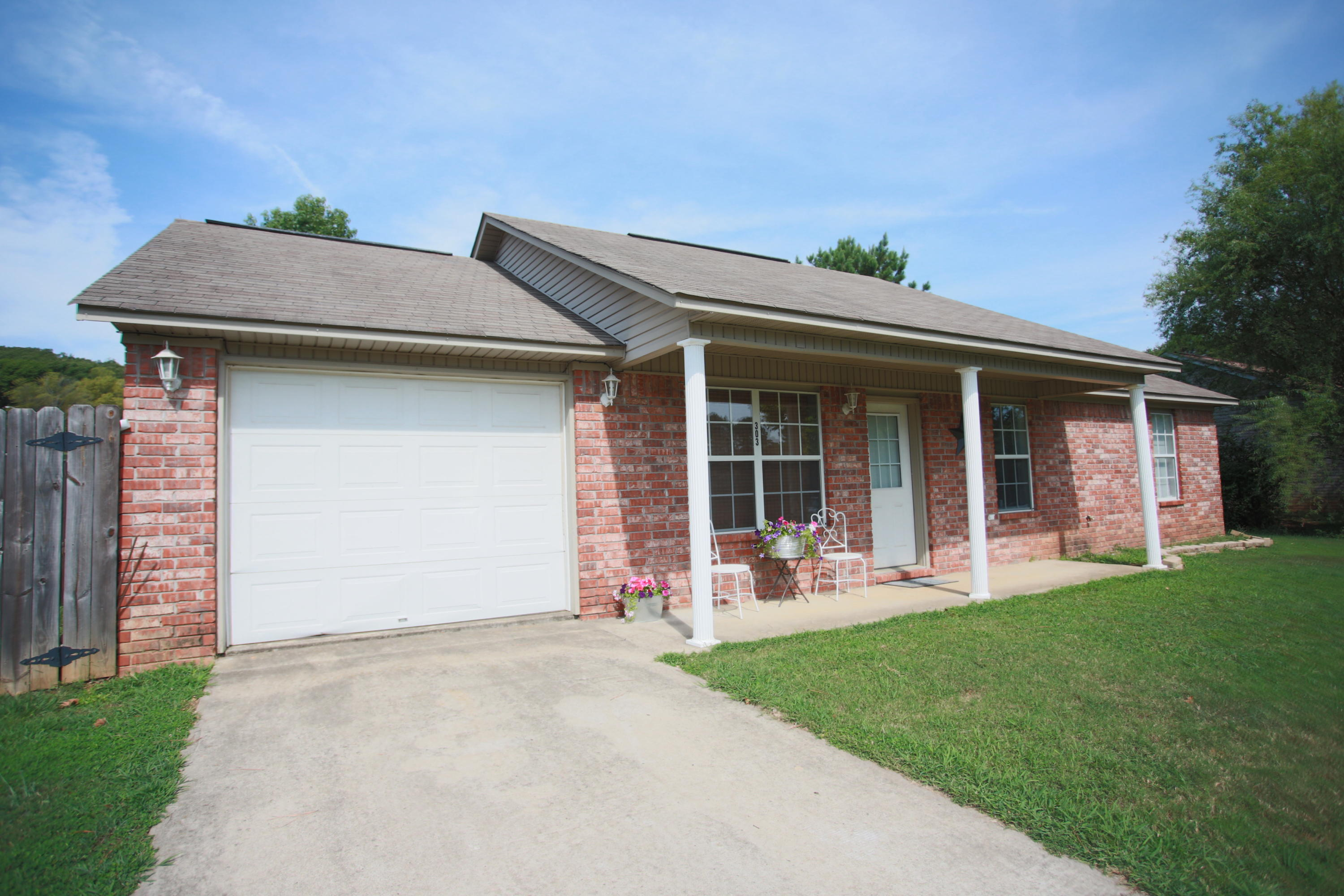 Large photo 3 of home for sale at 303 36th Street, Ozark, AR