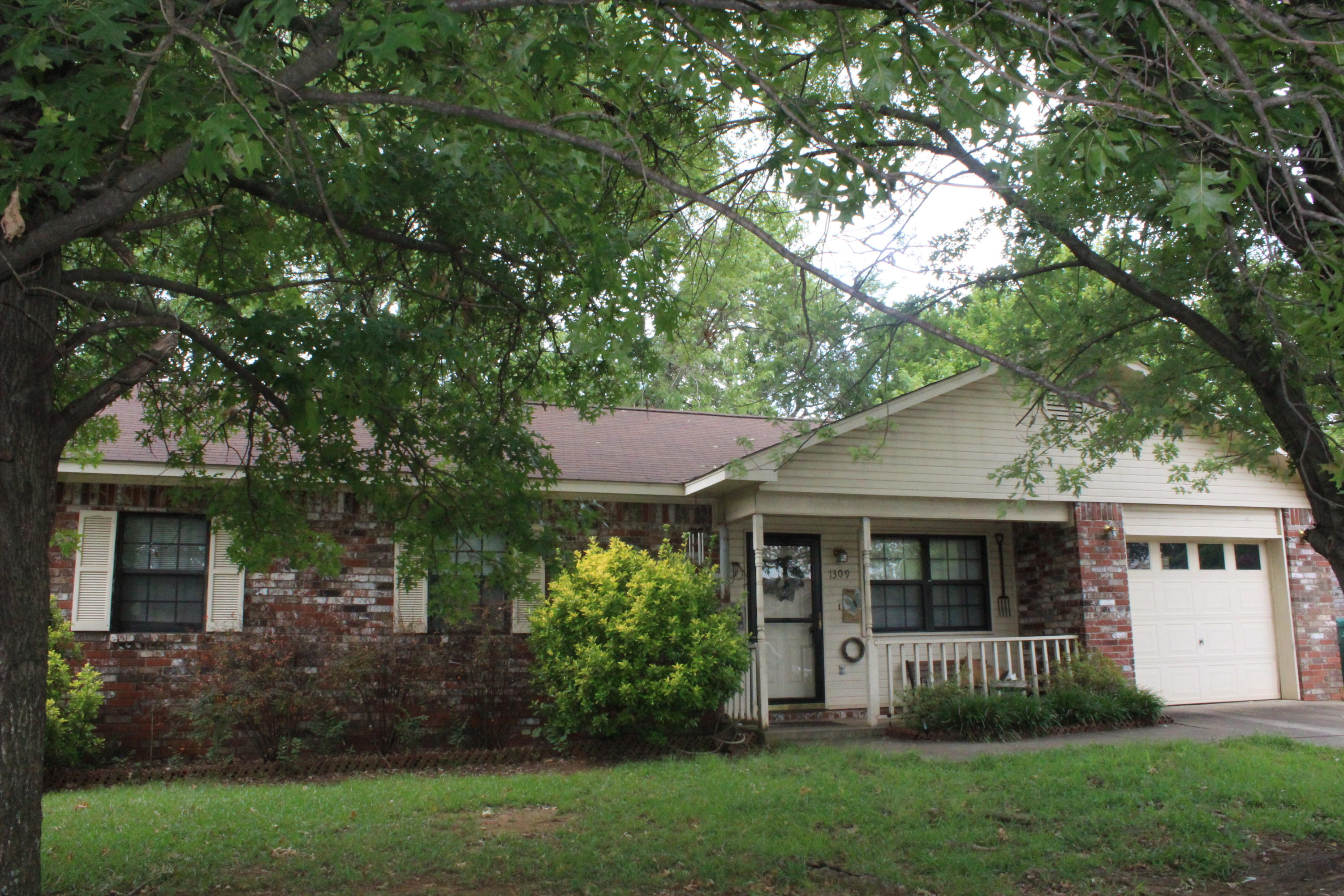 Large photo 1 of home for sale at 1309 Oswego Avenue, Russellville, AR