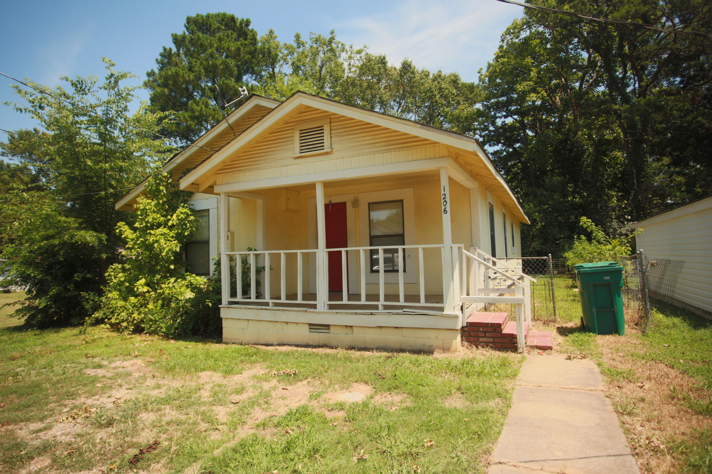 Large photo 2 of home for sale at 1206 Detroit Avenue, Russellville, AR