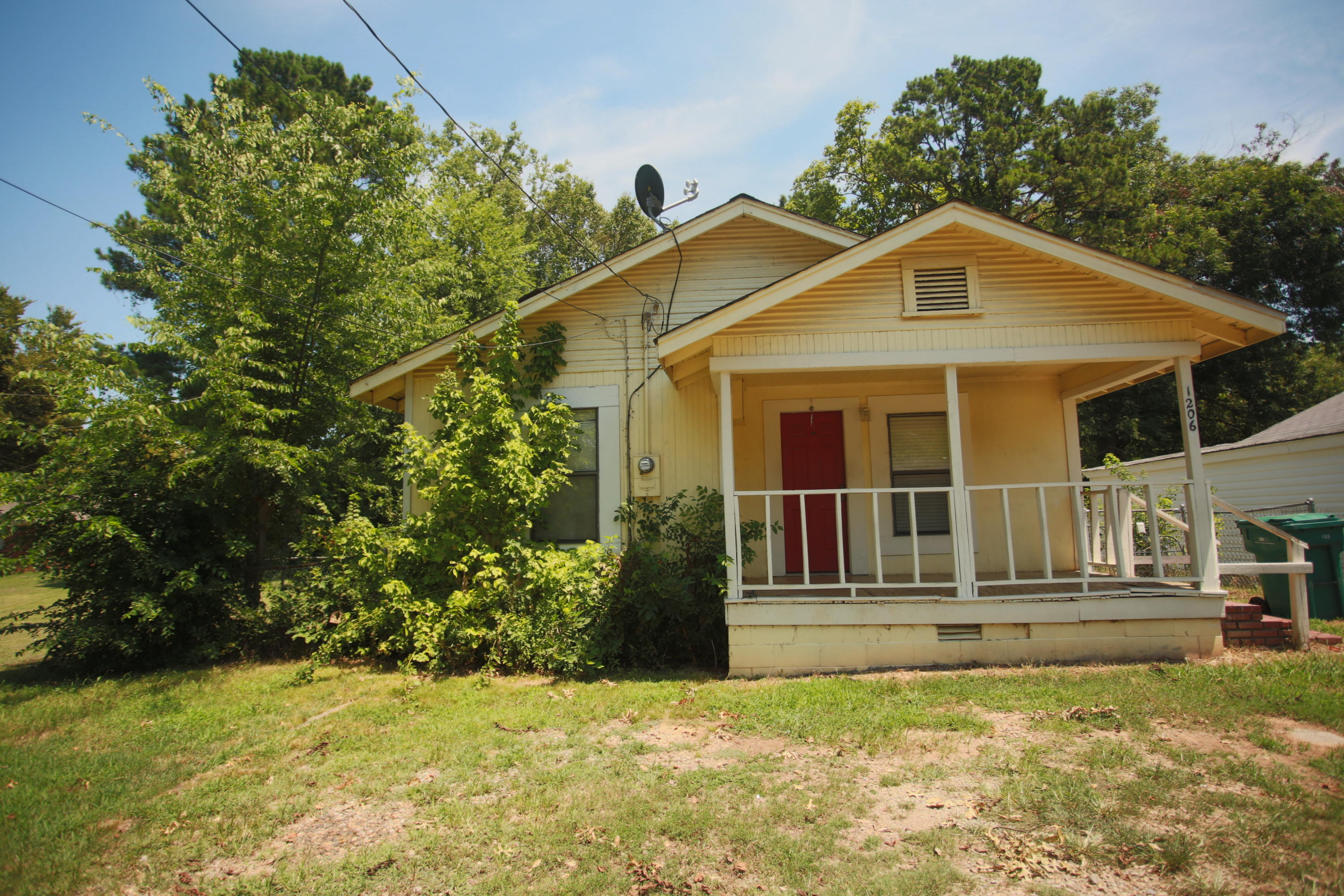 Large photo 1 of home for sale at 1206 Detroit Avenue, Russellville, AR