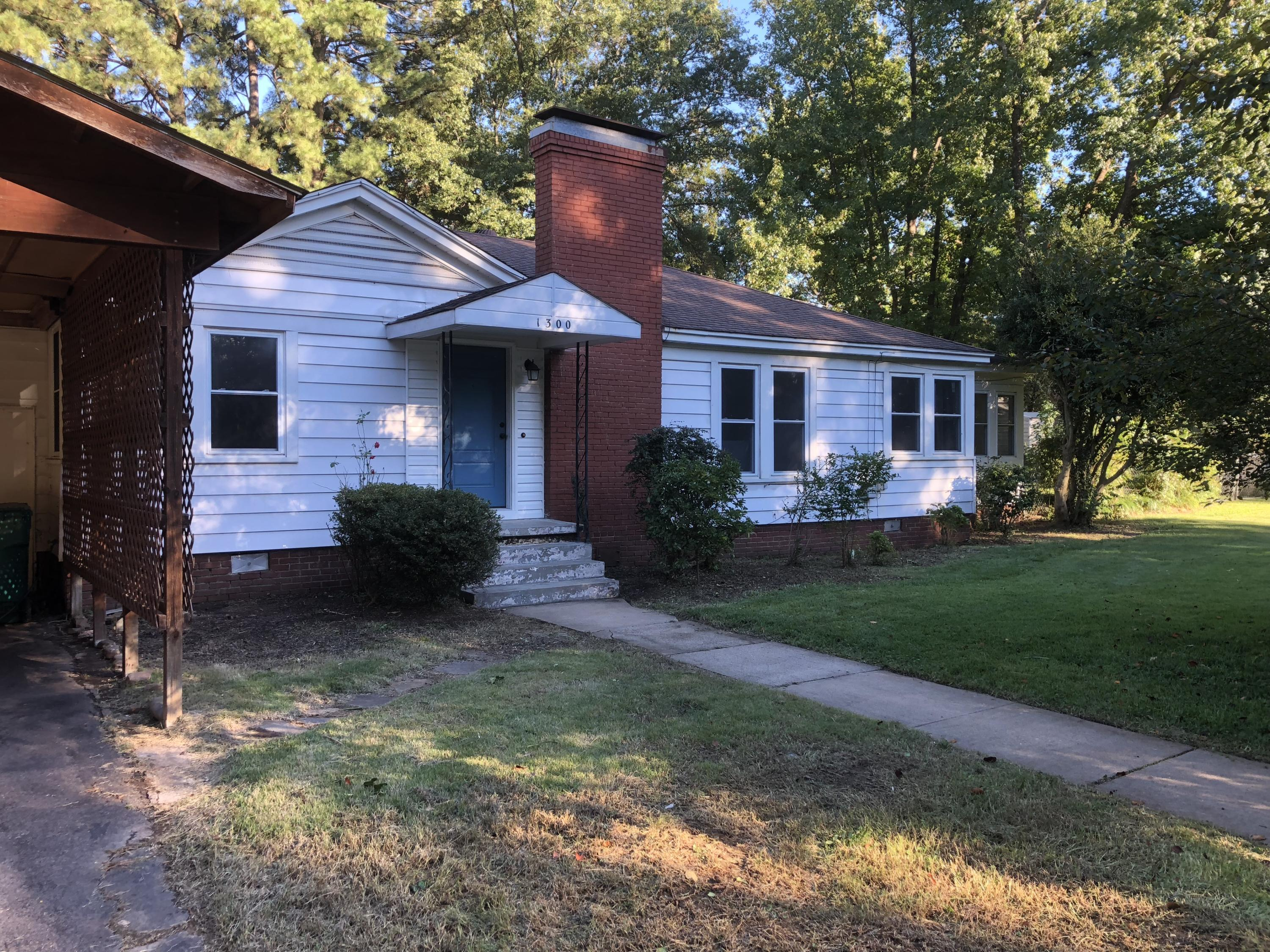 Large photo 1 of home for sale at 1300 Boston Place, Russellville, AR