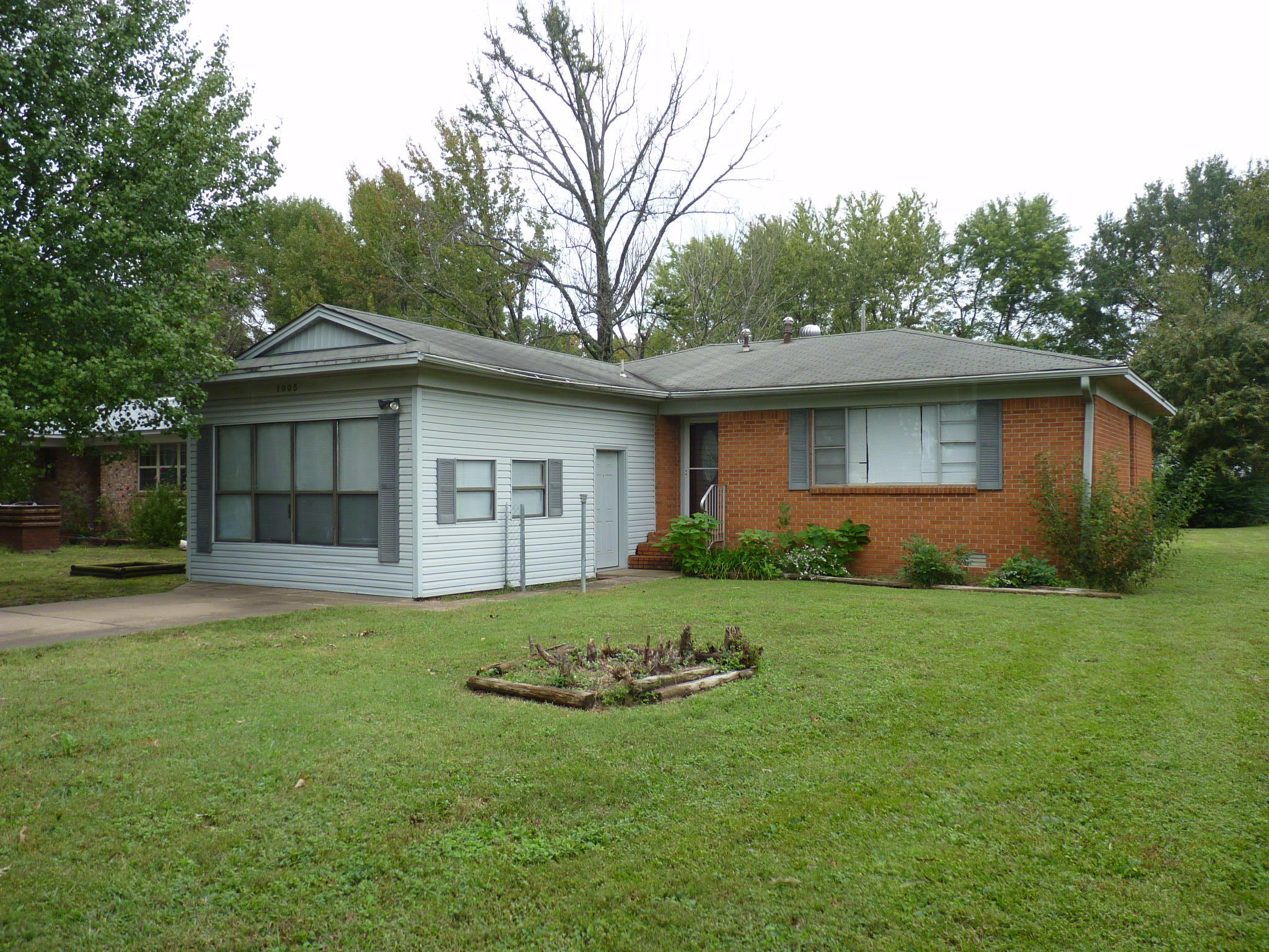 Large photo 1 of home for sale at 1005 E Street, Russellville, AR