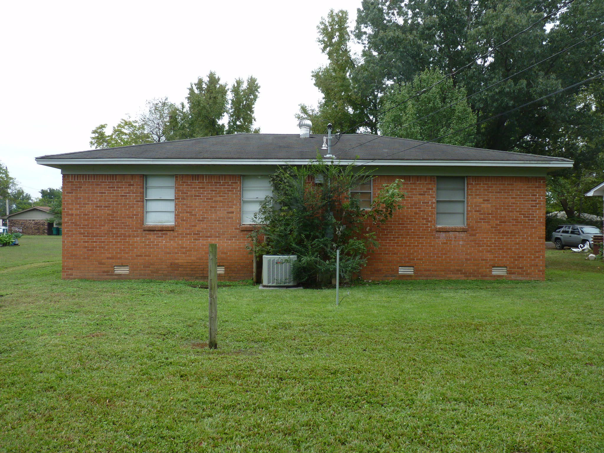 Large photo 3 of home for sale at 1005 E Street, Russellville, AR