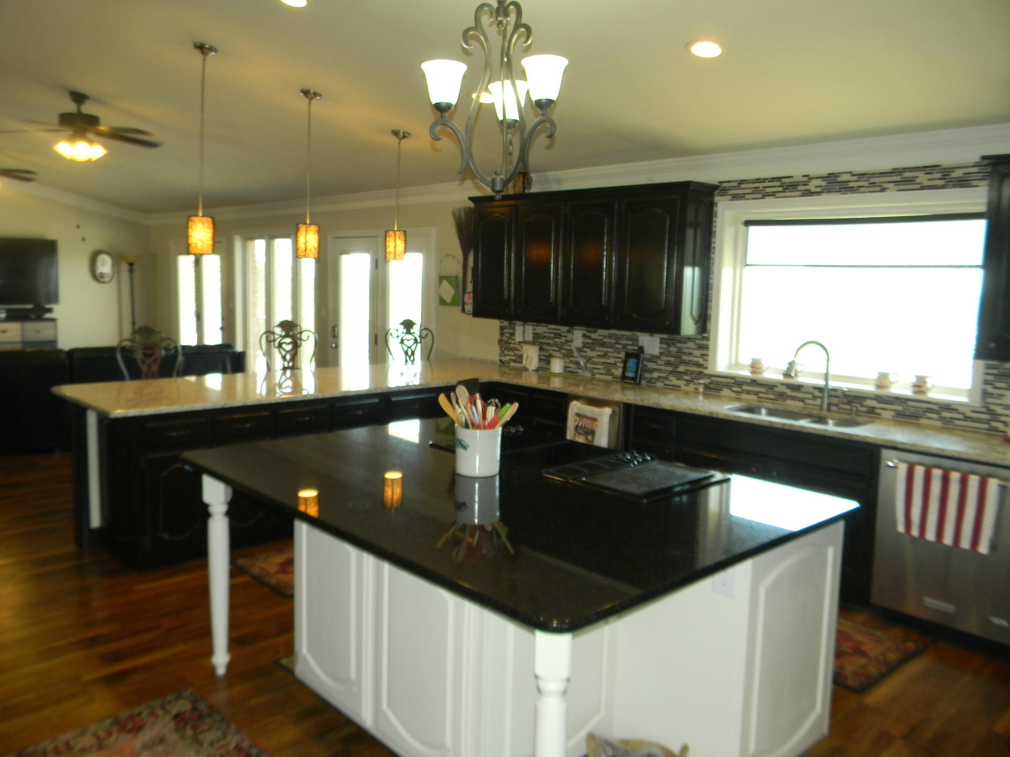 Large photo 16 of home for sale at 11 Bluff Drive, Russellville, AR