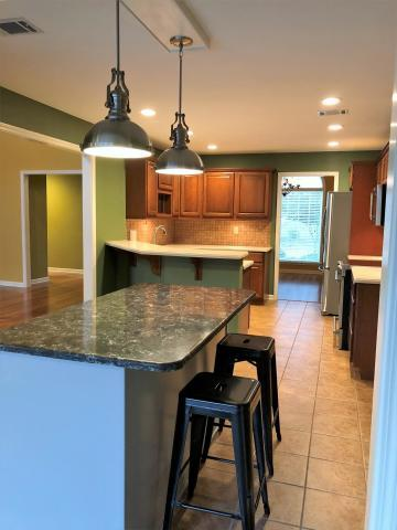 Large photo 7 of home for sale at 692 Bayview Circle, Knoxville, AR