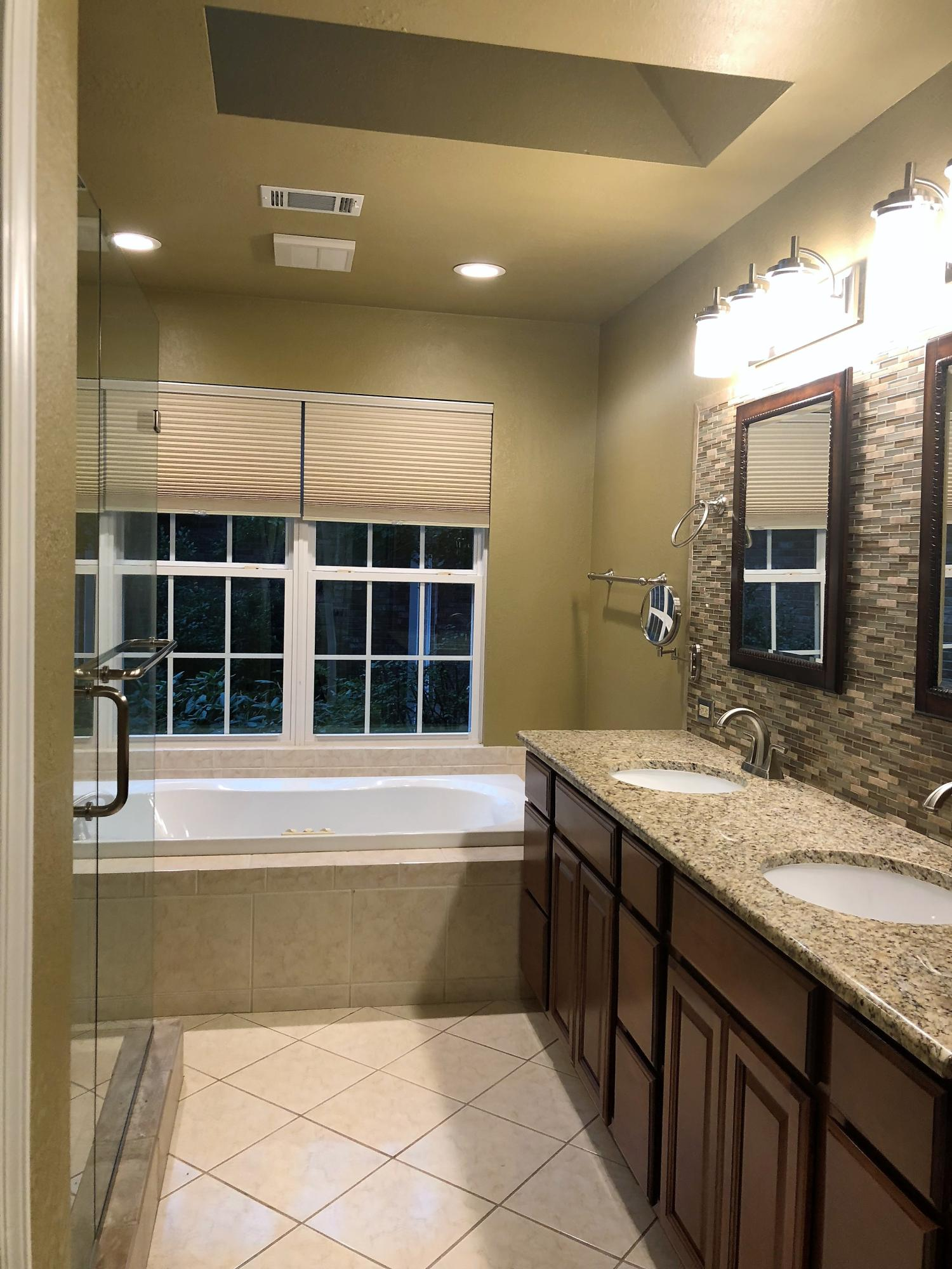 Large photo 15 of home for sale at 692 Bayview Circle, Knoxville, AR