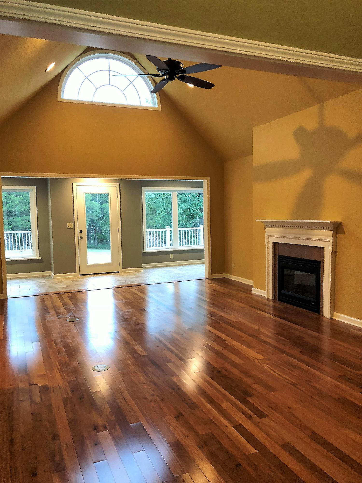 Large photo 4 of home for sale at 692 Bayview Circle, Knoxville, AR