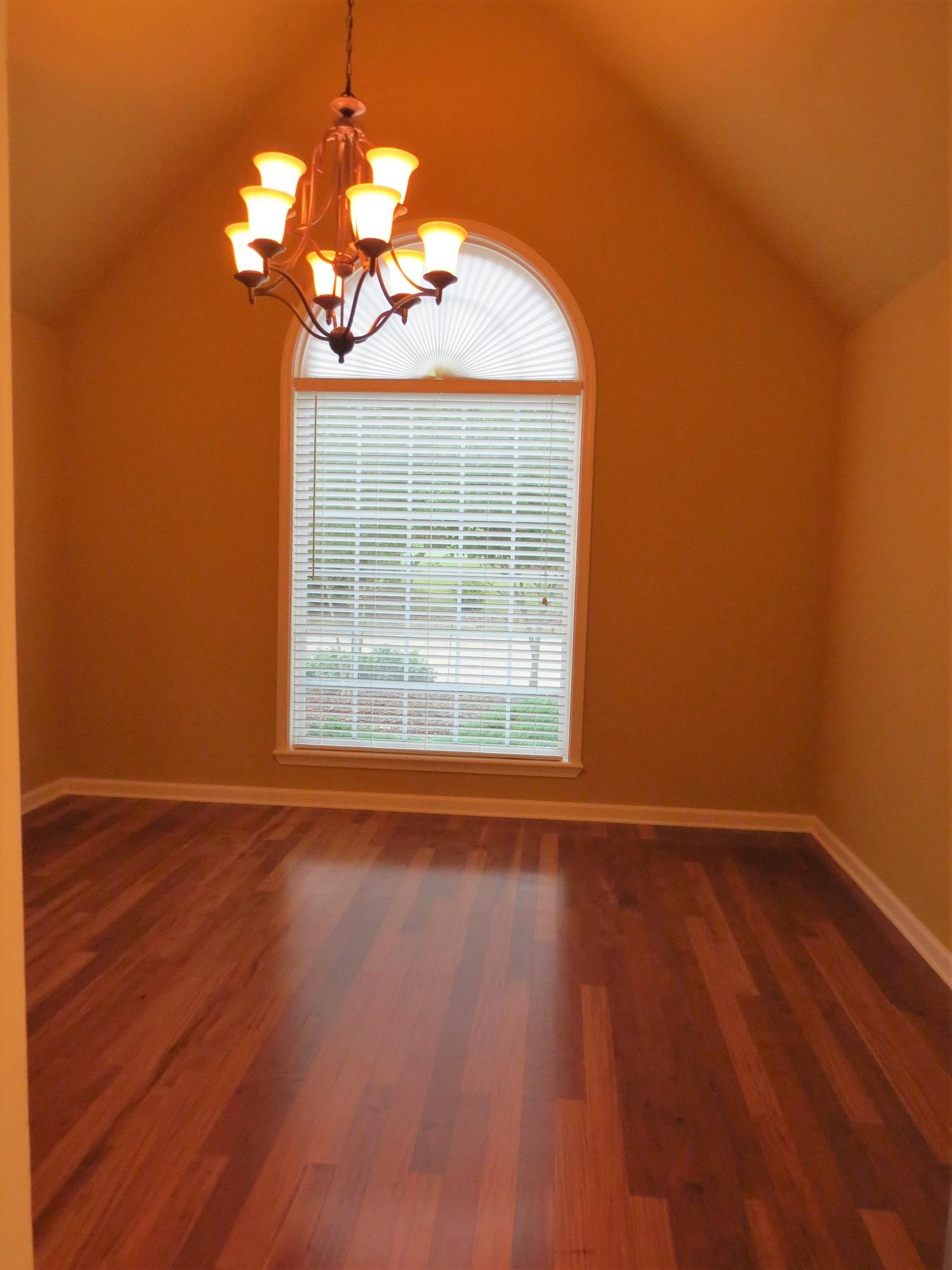 Large photo 8 of home for sale at 692 Bayview Circle, Knoxville, AR