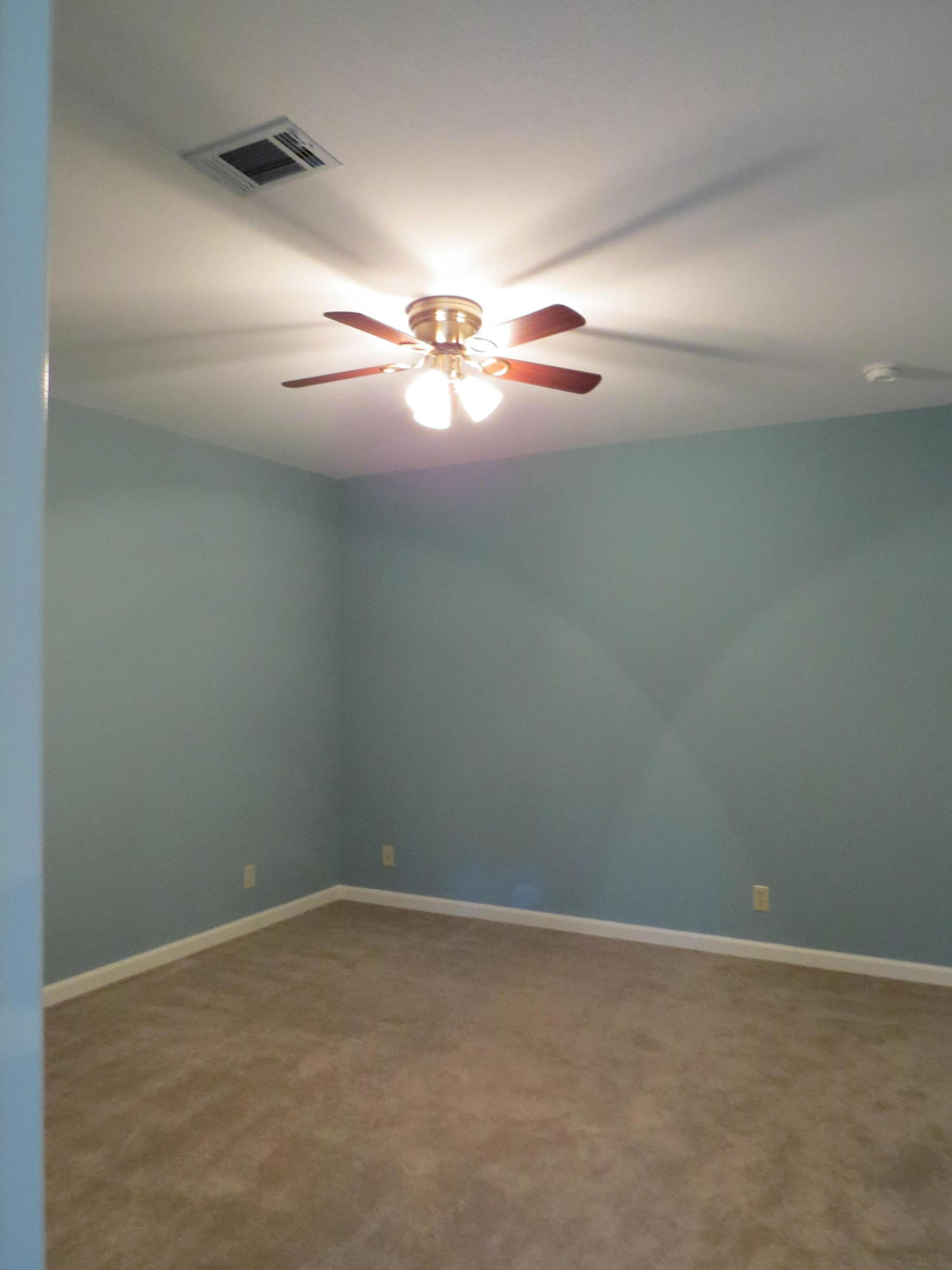Large photo 10 of home for sale at 692 Bayview Circle, Knoxville, AR