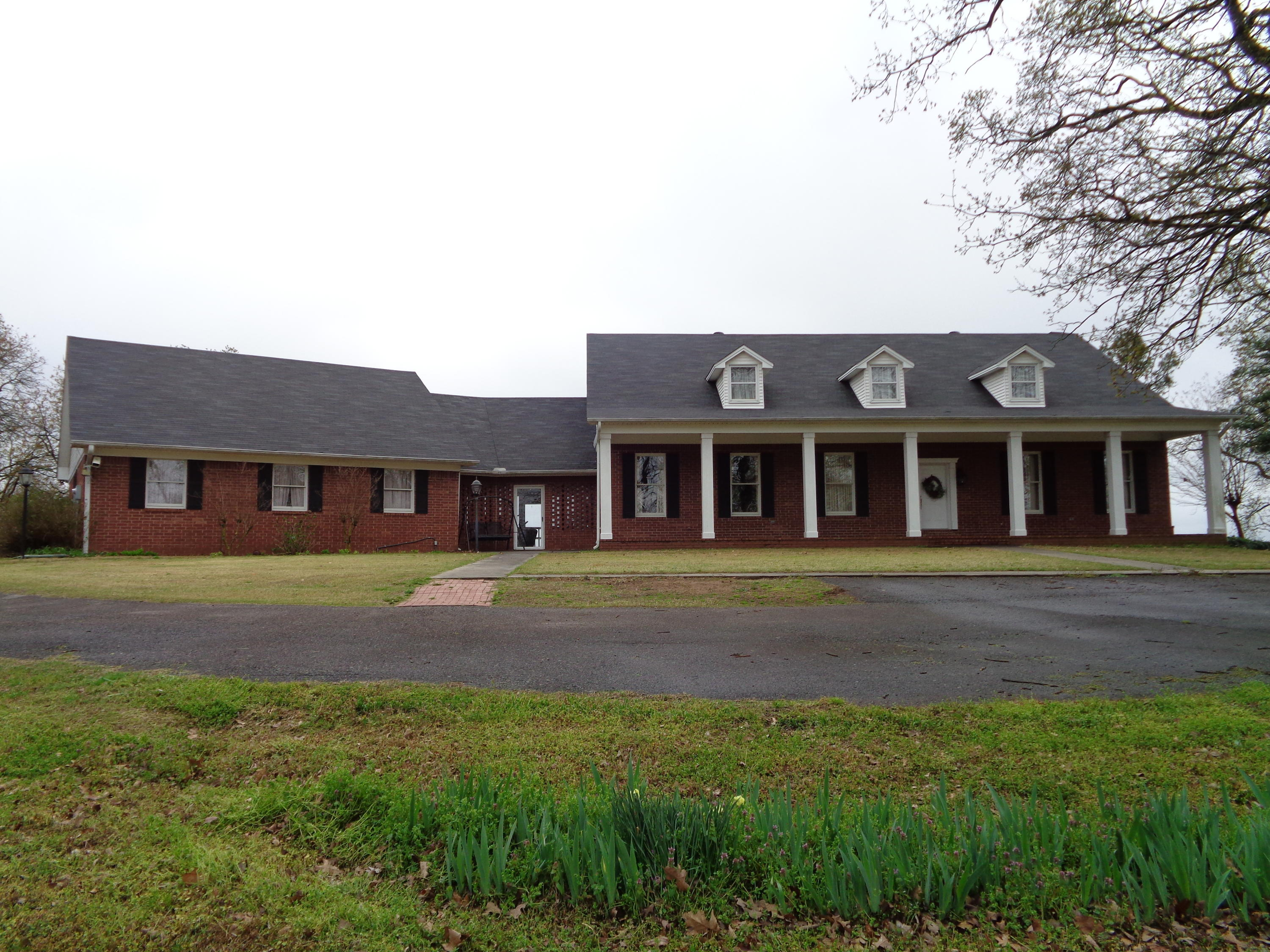 Large photo 1 of home for sale at 833 Sparksford Drive, Russellville, AR